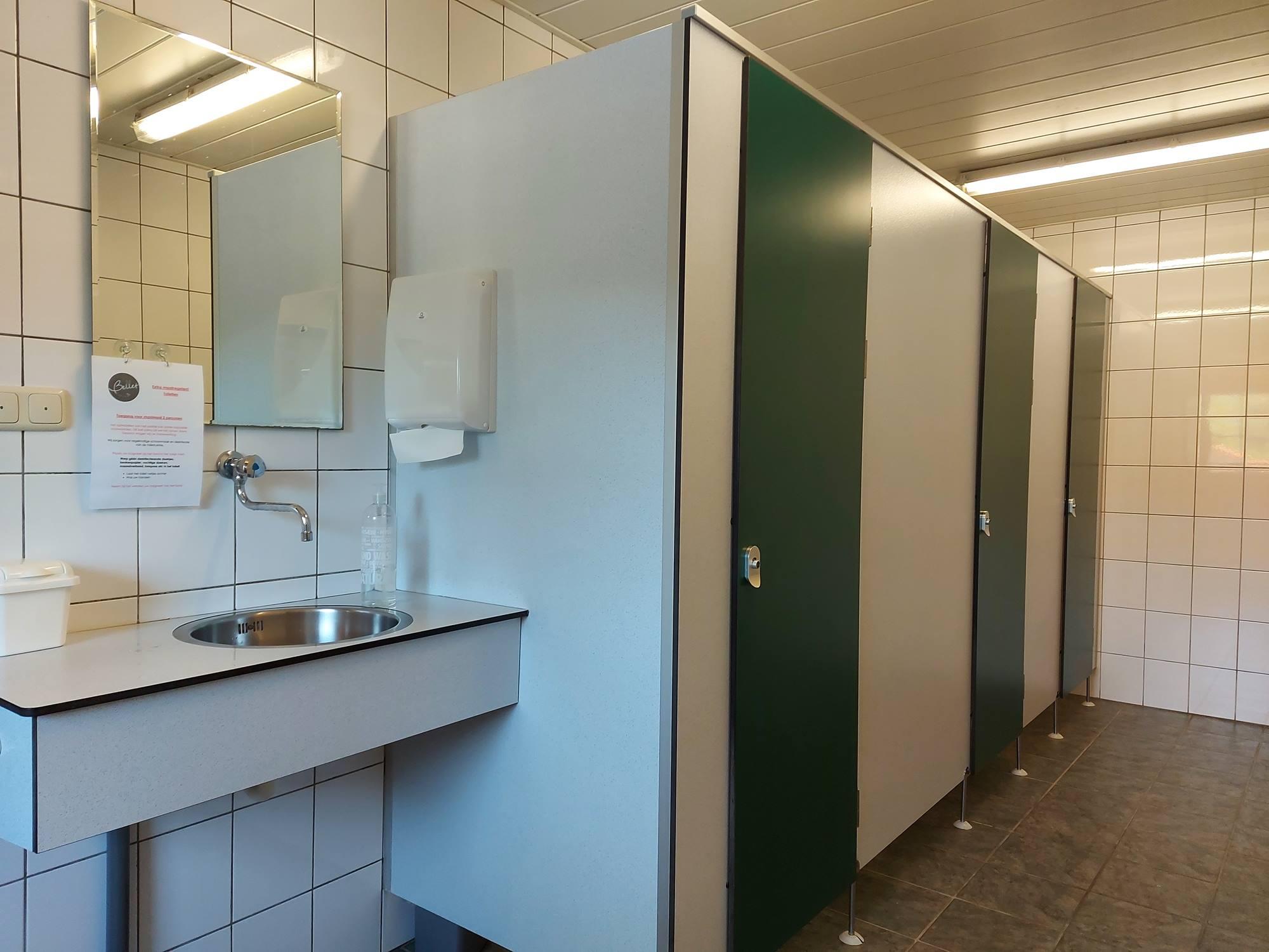 toiletten camping en huiskamer
